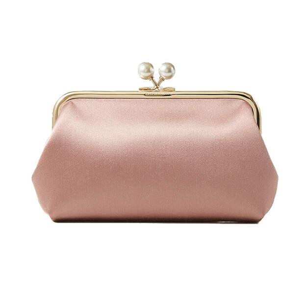 Миниатюная атласная сумка— главный тренд сезона: 8 стильных моделей