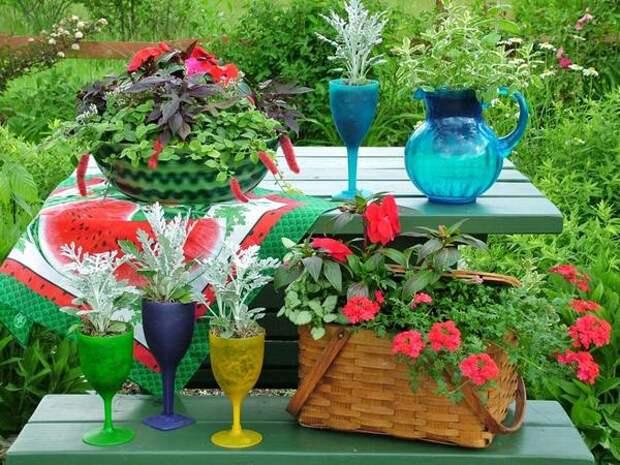 Кашпо для цветов из посуды и корзин