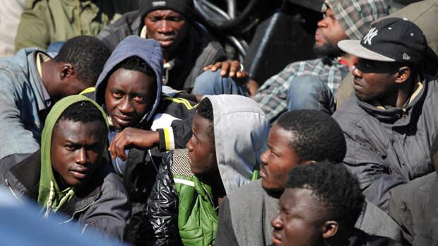 """Полиция Латвии обещает не давать мигрантам """"лапать"""" женщин"""