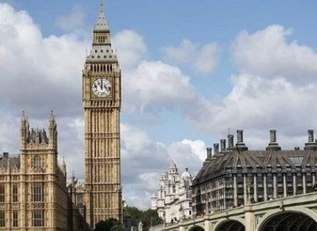 Телохранитель главы МИД Великобритании забыл оружие в самолете после визита в США и был отстранен от работы