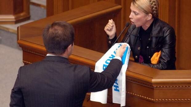 Психиатра вызывали: Тимошенко обвинила Порошенко в том, что он собирается сдать Новороссии территории Украины