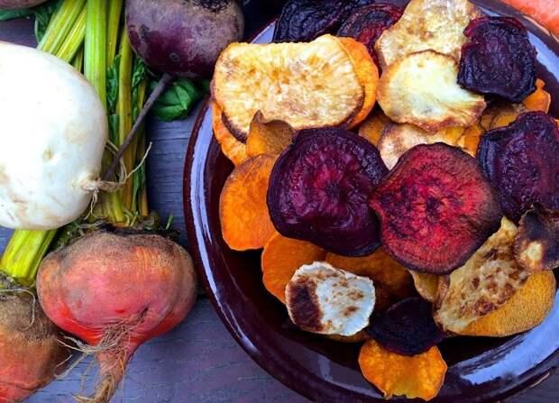 Овощные чипсы такие же вредные, как и классические. / Фото: posuda40.ru