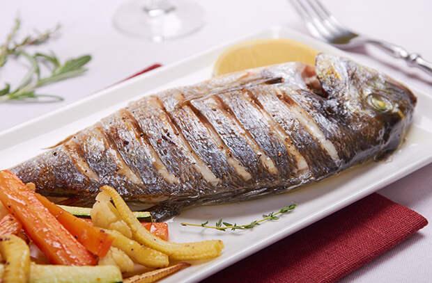 Жарим целую рыбу: 5 советов от шеф-повара