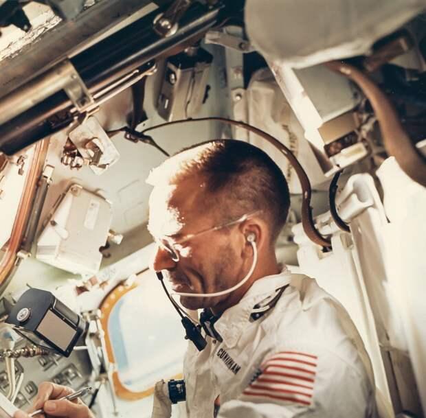 1968, октябрь. Снимок астронавта Уолтера Каннингема на борту «Аполлона-7»