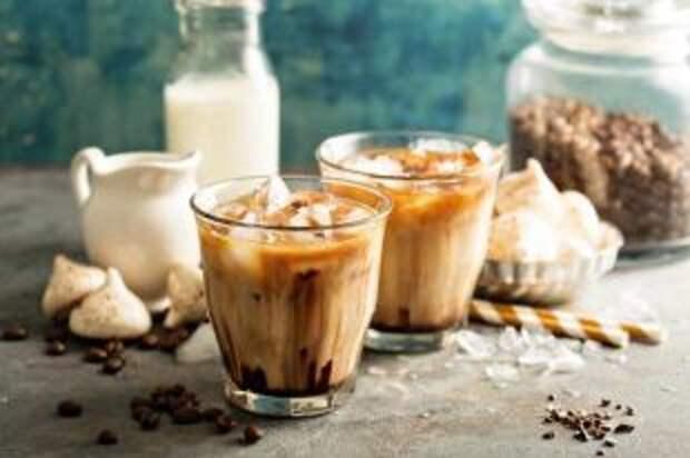 Бодрящий, холодный, крепкий. Как приготовить летние кофейные напитки