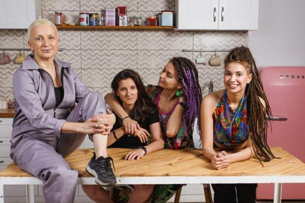 ЛГБТ-семья из рекламы «ВкусВилл» эмигрировала в Испанию