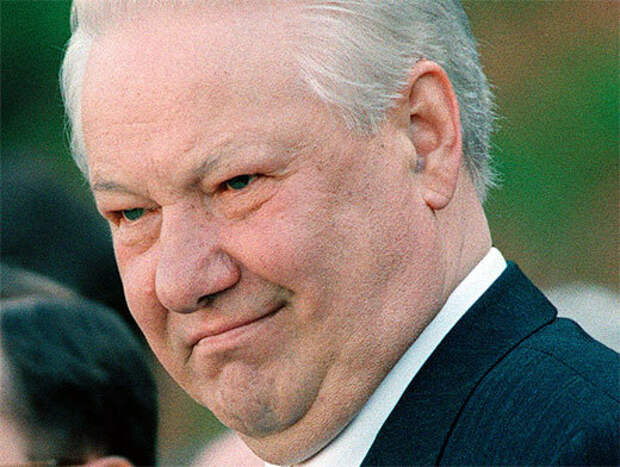 Либерал Сванидзе верит, что жил внутри Бабы-Яги. Обсуждение Ельцина: проклят Россией, свят для либералов