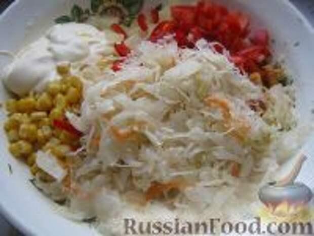 Фото приготовления рецепта: Капустный салат с чесноком - шаг №9