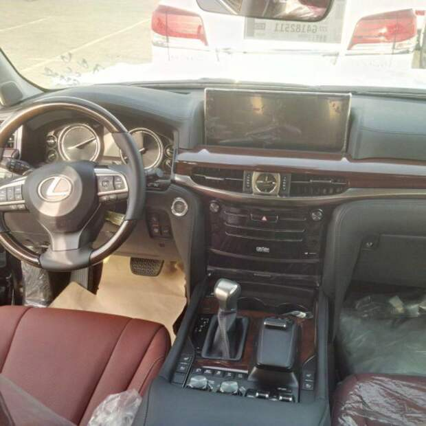 Интерьер 2016 Lexus LX570