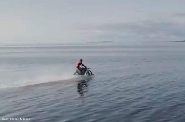 Петербуржец придумал мотоцикл с лыжами