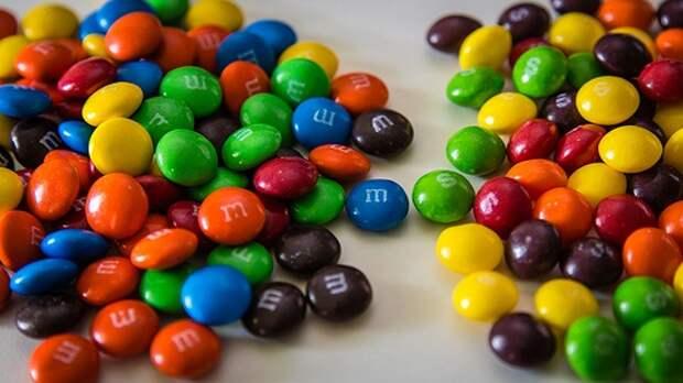 Смешать в одной пачке M&M'S и Skittles.