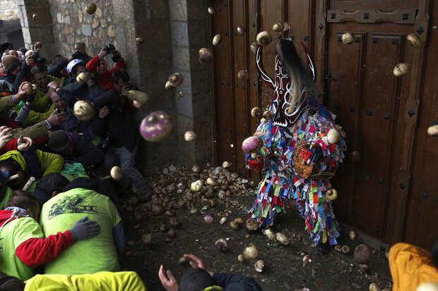 Фестиваль Jarramplas: дьяволы и репы