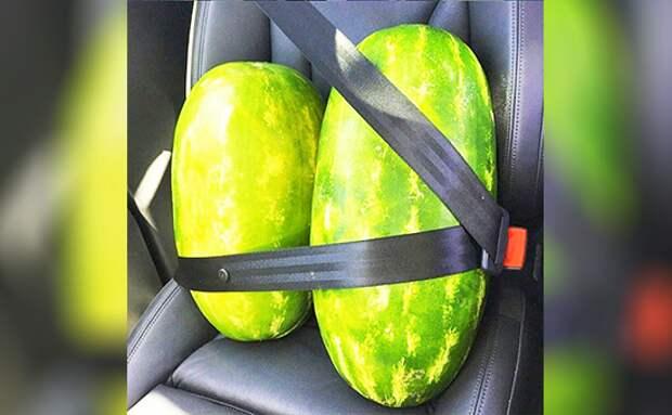 11. Мы спокойно пристёгиваемся в автомобилях внешность, грудь, женщины, маленькая грудь