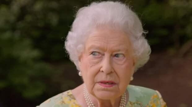 Королева Елизавета II приказала принцам Уильяму и Гарри порознь идти загробом деда