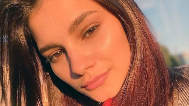 Фигуристка Самодурова выкрасила волосы в красный цвет: фото
