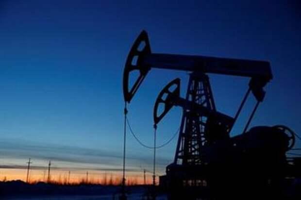 Нефть растет после падения запасов в США, вопреки всплеску заболеваемости COVID-19