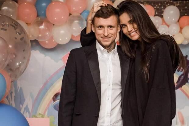 У Павла Мамаева – новый адрес прописки: кафе в Ростове. Нескучно разводится с женой футболист