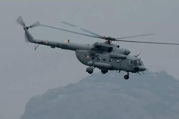 Совместные действия вертолетов Ми-17 и Apache показали на видео