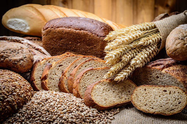 Россиянам рекомендовали выбирать хлеб при покупке