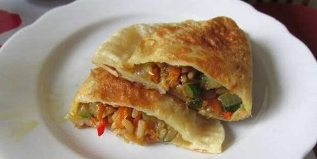 Постные чебуреки с рисом и овощами – рецепт с фото.