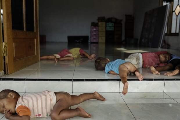 Низшая форма жизни: ужасающие условия индонезийских лечебниц для душевнобольных