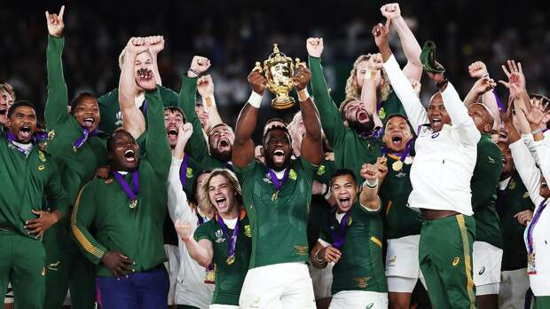 Сборная ЮАР 3-й раз вистории взяла Кубок мира порегби. Она побеждает раз в12 лет