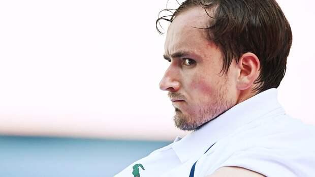 Медведев сломал ракетку во время финального матча Australian Open с Джоковичем