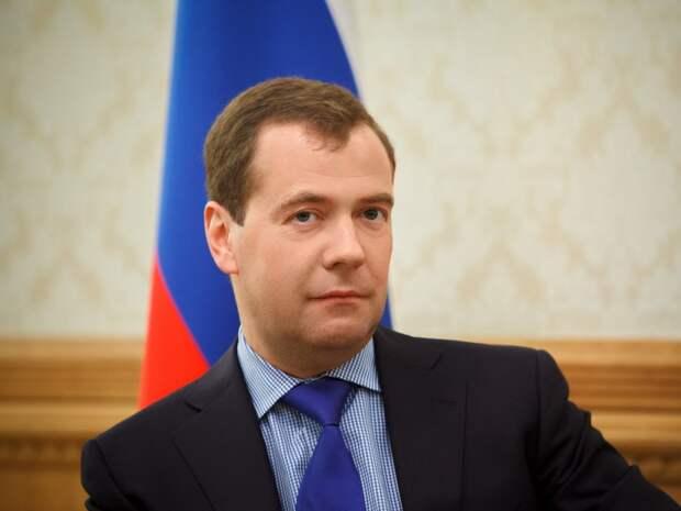 Медведев: госсектору нужен миллион чиновников
