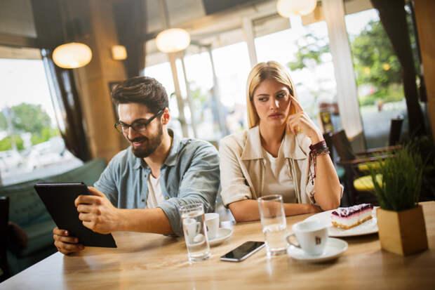 Мужчина не уделяет женщине внимания – почему и что с этим делать?