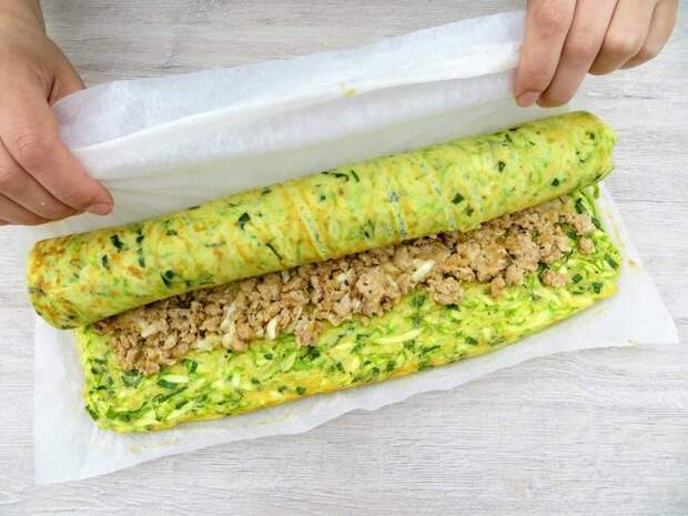 Кабачковый рулет с фаршем и сыром: вкусно и эффектно!
