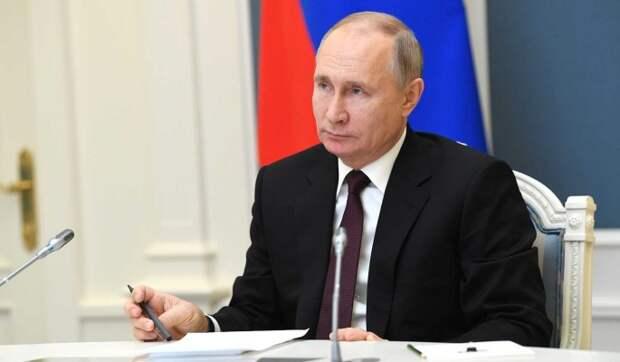 Путин поручил решить вопрос с индексацией пенсий работающим россиянам