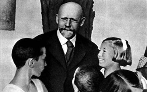 Детский герой. Януш Корчак человек, который пошел на смерть ради детей героизм, знаменитости, слава
