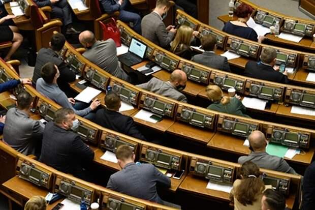 На Украине предложили ввести обязательный наркологический и психиатрический осмотр для депутатов Верховной рады