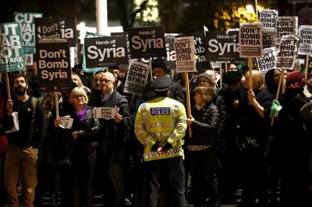 В Лондоне прошли протесты против авиаударов по ИГИЛ в Сирии