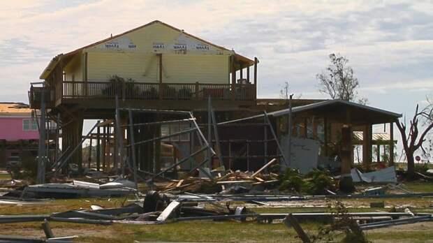 Последствия урагана «Лаура» в США — видео