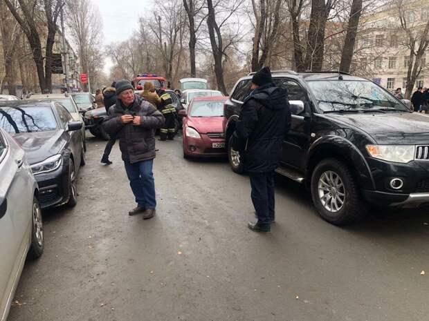 В массовом ДТП в центре Саратова поучаствовали 9 автомобилей