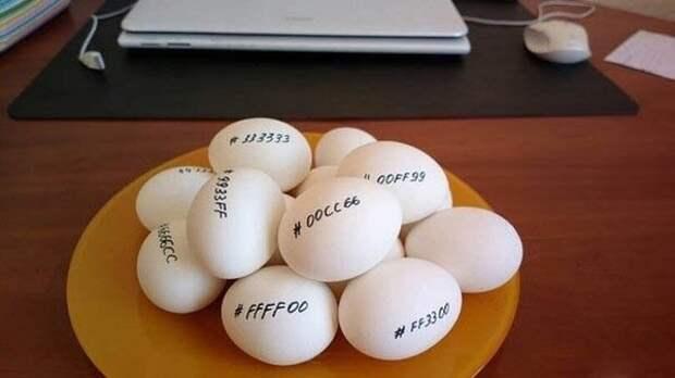 Раскрасили яйца по It-шному