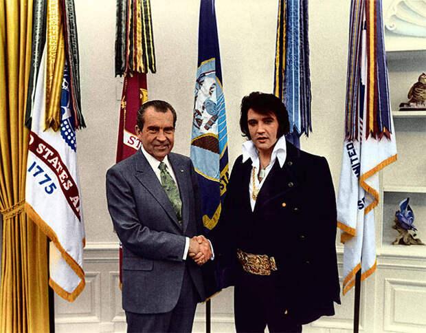 Элвис Пресли и Ричард Никсон (1970 год).