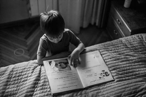 Черно-белые детские фотографии: когда главное - эмоции