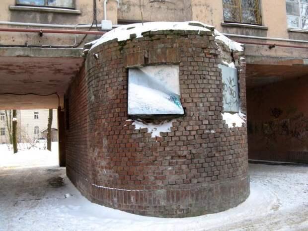 Месть архитектора-вредителя или незаконченный серп: Как появился в Питере Дом-колбаса
