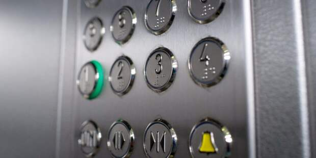 В подъезде дома на Северном бульваре починили кнопку вызова лифта