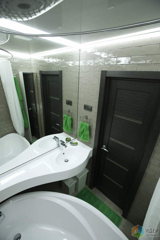 Интерьер ванной комнаты, ванна и раковина литьевой мрамор