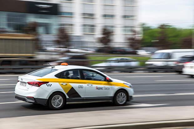 Пассажиры такси в Бабушкинском за месяц совершили свыше 90 тысяч поездок