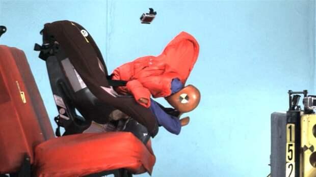 Как теплая куртка в салоне авто может убить вашего ребенка