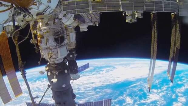 Корабль «Ю.А. Гагарин» с Пересильд и Шипенко начал спуск с орбиты на Землю