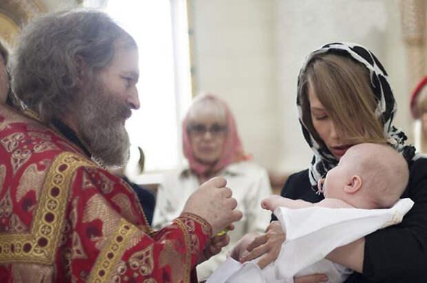 Появились фотографии с крестин дочери  Николаева и Проскуряковой