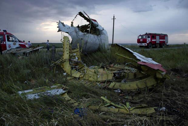 """Год назад под Донецком разбился малазийский """"Боинг"""", погибли 298 человек. Расследование продолжается"""