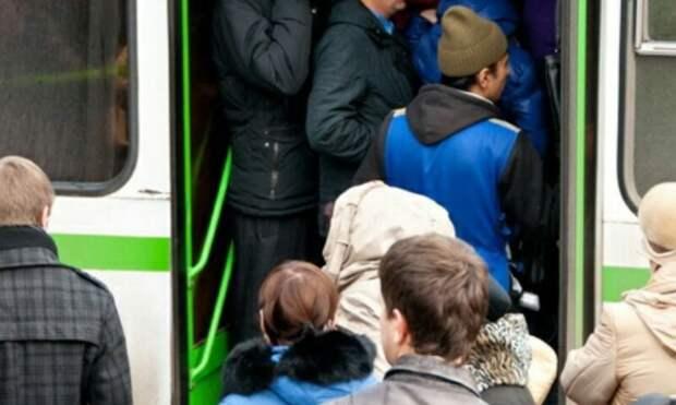 В Екатеринбурге две девушки потеряли сознание в пробке в Академическом
