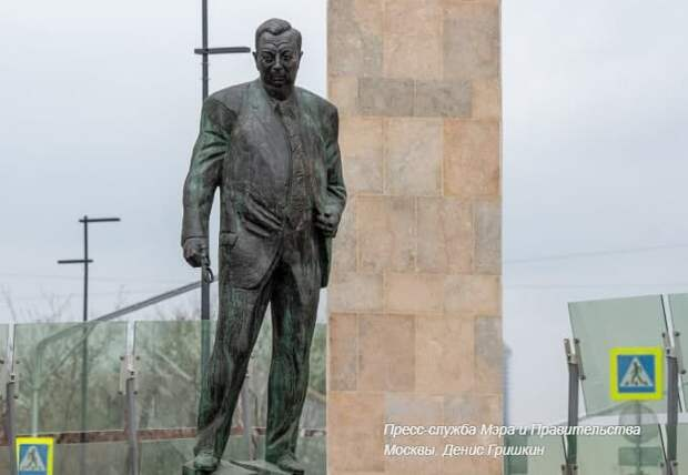 До конца месяца в столице промоют свыше 1100 памятников. Фото: Д. Гришкин mos.ru