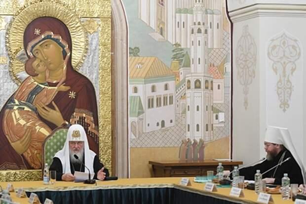 Патриарх Кирилл счел коронавирус божьей милостью и путем к богу